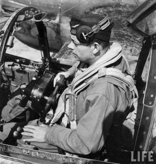 Антуан де сент-экзюпери «военный летчик»