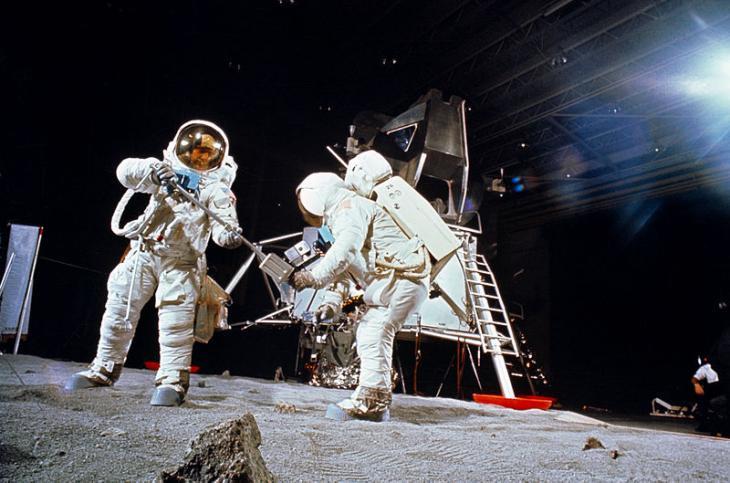 «Аполлон» против лунного заговора: что реальнее осуществить?