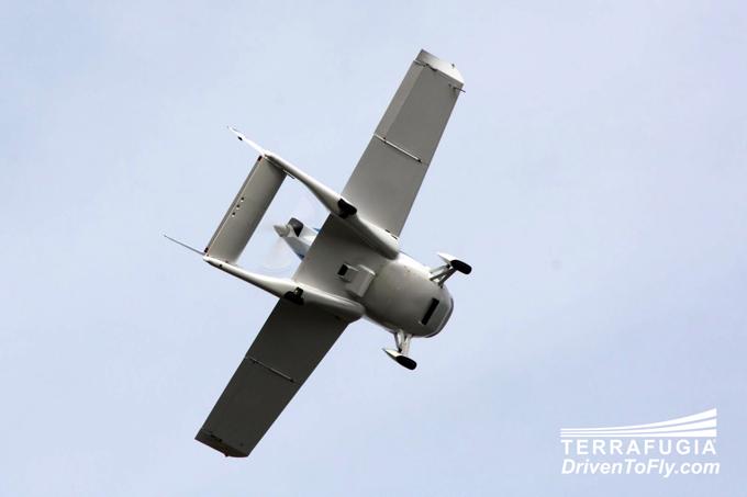 Автомобиль-самолёт terrafugia transition совершил показательный полёт перед прессой