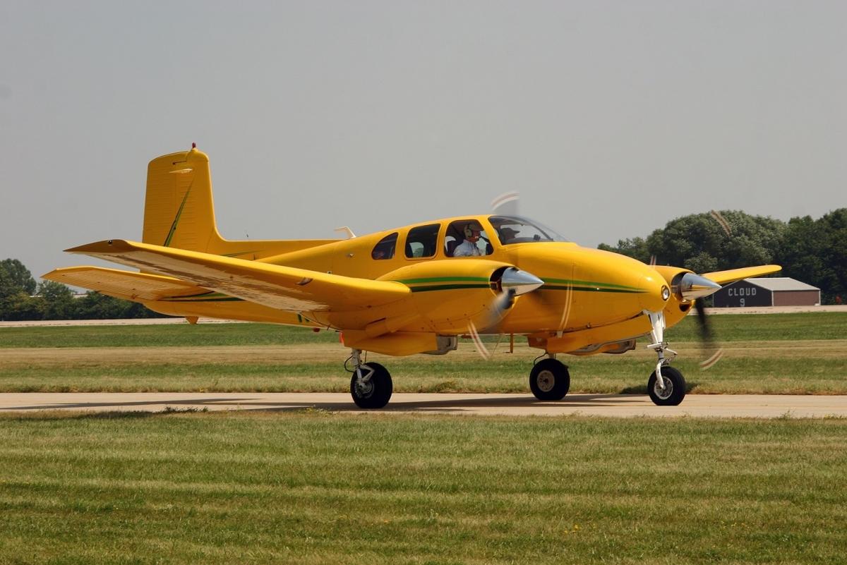 Beechcraft 50 twin bonanza. спецификация. характеристики. фото
