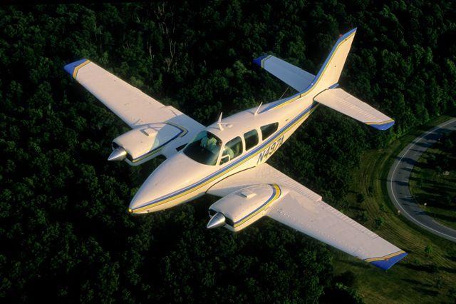 Beechcraft 55 baron. техническая характеристика. фото.