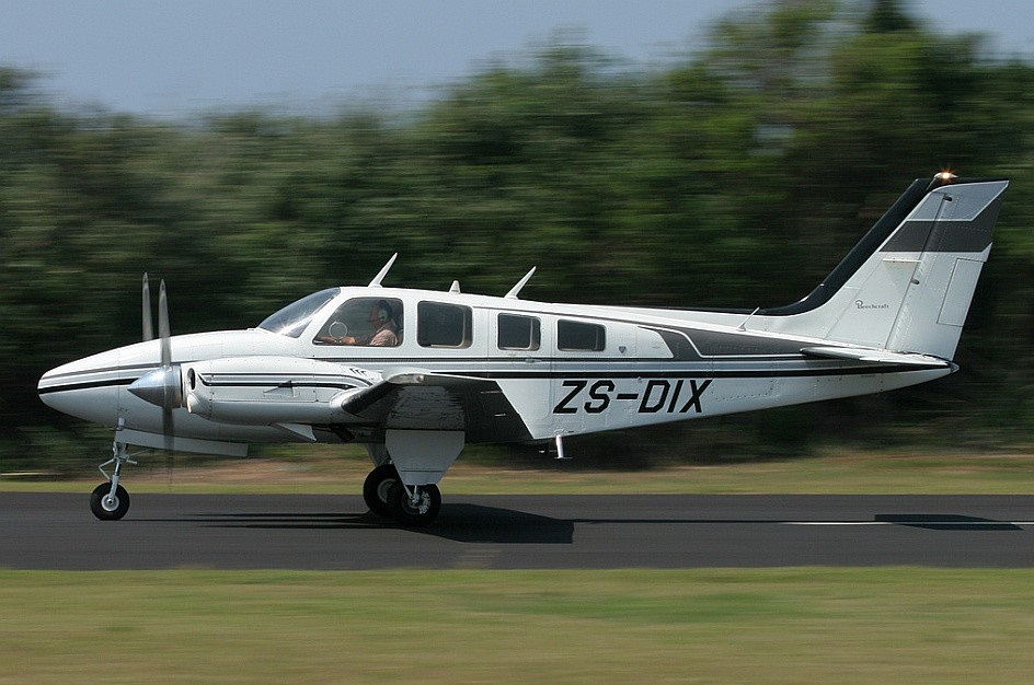 Beechcraft 56 baron. технические характеристики. фото.