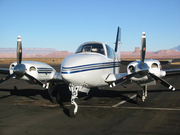 Beechcraft 58 baron. фото. характеристики.