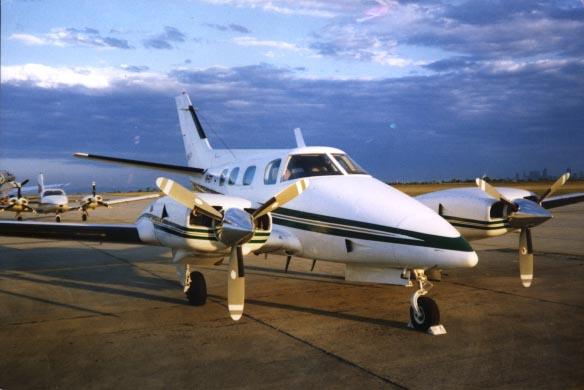 Beechcraft 60 duke. технические характеристики. фото