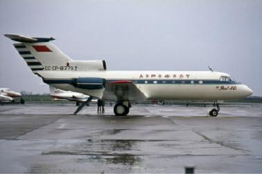 Ближнемагистральный пассажирский самолет як-40.