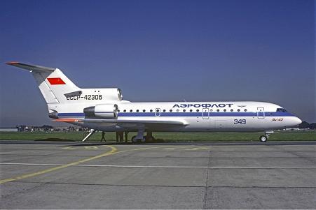 Ближнемагистральный пассажирский самолет як-42.