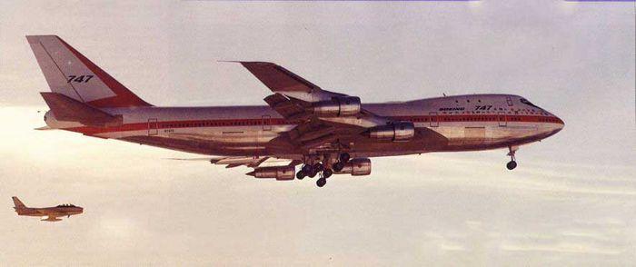 Boeing 747 classic: «jumbo» обретает форму