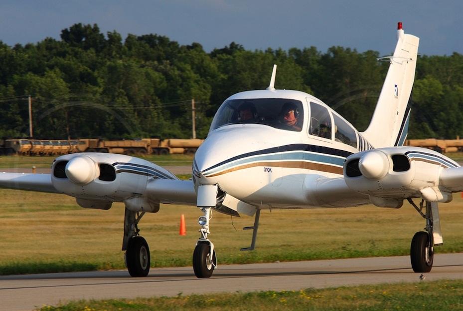 Cessna 310. спецификация. технические характеристики. фото