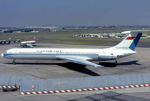 Дальнемагистральный пассажирский самолет ил-62.