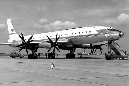 Дальнемагистральный пассажирский самолет ту-114.
