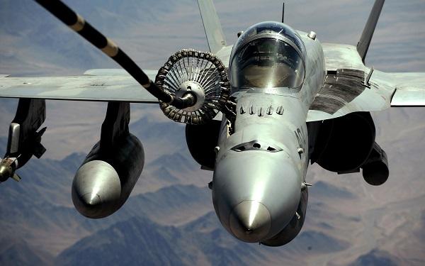 Дозаправка самолета в воздухе. видео. как происходит?