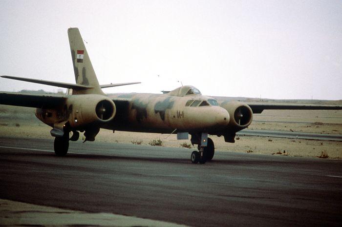 Фронтовой бомбардировщик ил-30.