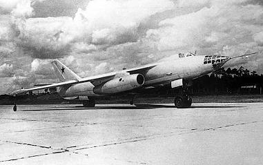 Фронтовой бомбардировщик ил-54.