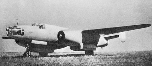 Фронтовой бомбардировщик ту-12.