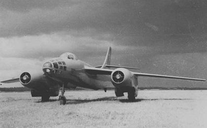 Фронтовой бомбардировщик ту-82 (ту-22 первый).