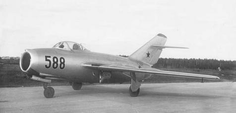 Фронтовой истребитель миг-15бис.