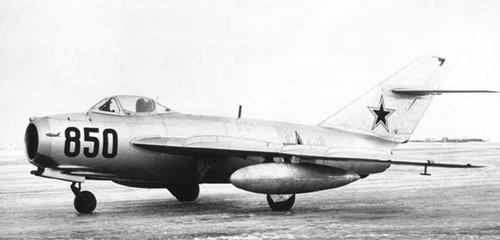 Фронтовой истребитель миг-17ф (сф).