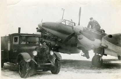 Фронтовой самолет-разведчик пе-2р.