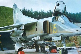 Истребитель-бомбардировщик миг-27.