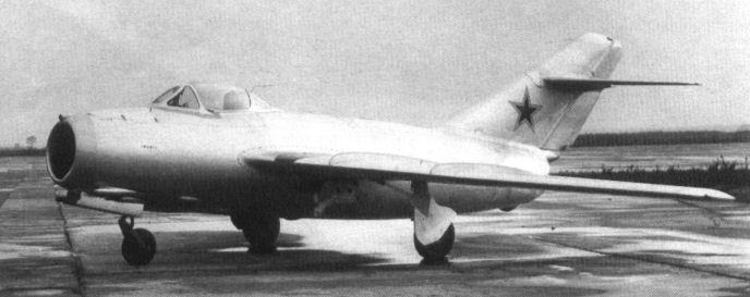 Истребитель-бомбардировщик су-9 (первый).