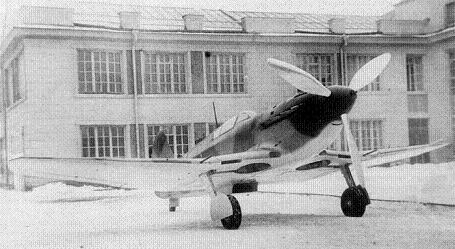 Истребитель и-30.