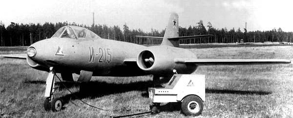 Истребитель-перехватчик и-215.