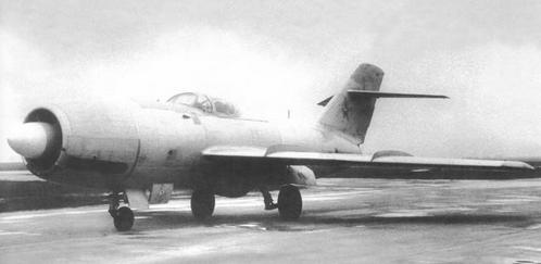 Истребитель-перехватчик ла-200.