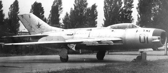 Истребитель-перехватчик миг-19пм.