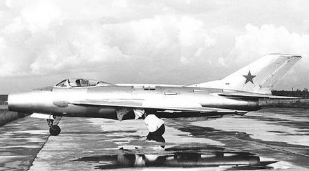 Истребитель-перехватчик см-12.