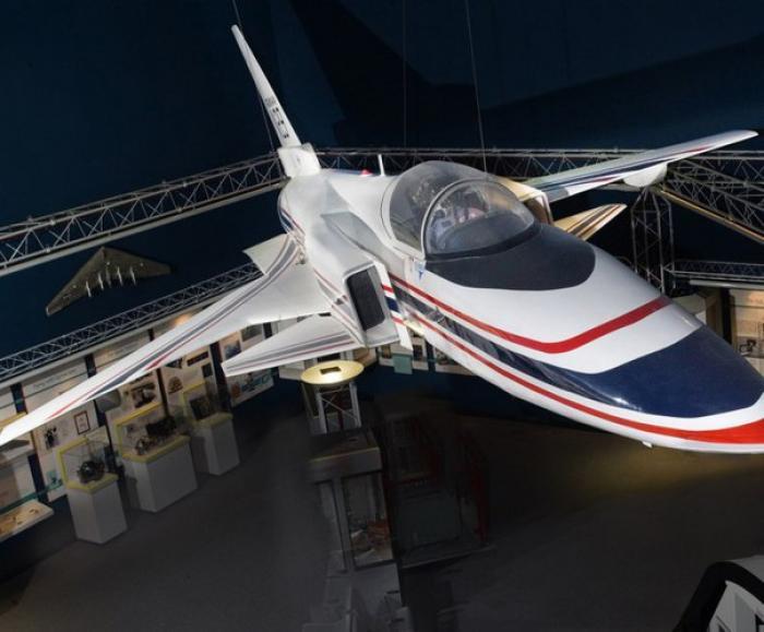 Экспериментальный самолёт с крылом обратной стреловидности grumman x-29