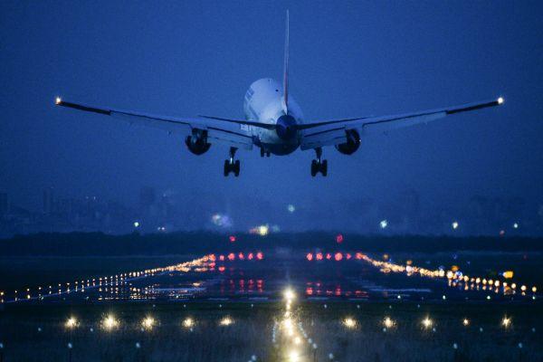 Экстренное снижение самолета. экстренная посадка.