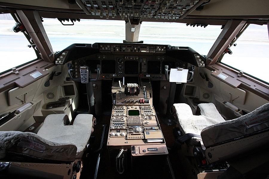 Как посадить самолёт в экстренной ситуации ? как правильно посадить самолёт самому ?