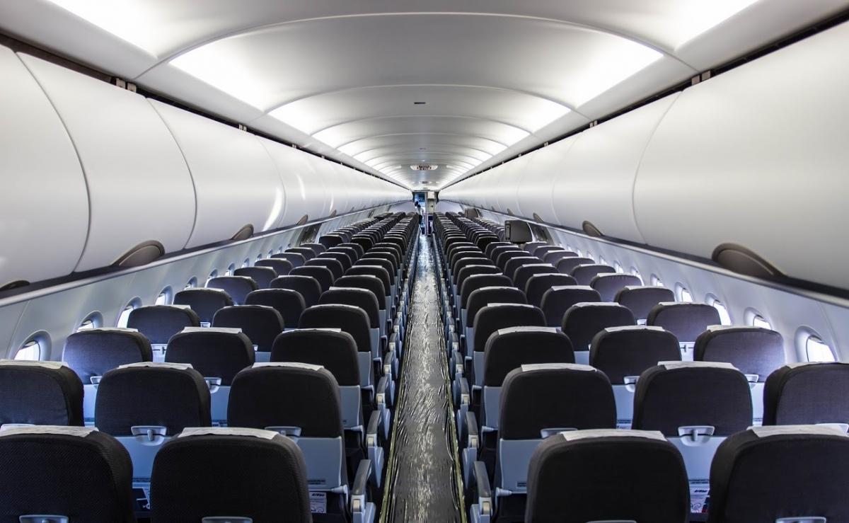 Какие места лучше всего занимать в самолете?