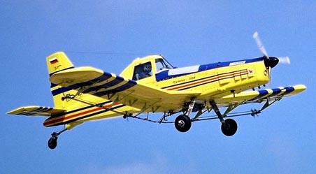 Легкий сельскохозяйственный самолет су-38.