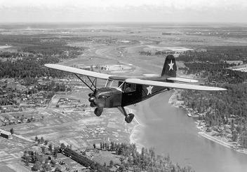 Легкий транспортный и связной самолет як-10.