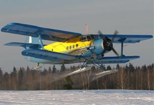Легкий транспортный самолет ан-2 лыжный.