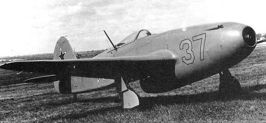 Многоцелевой истребитель як-15.
