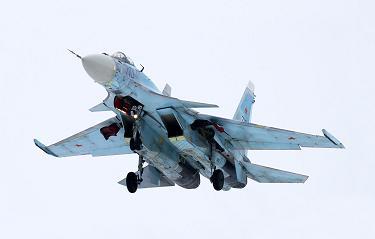 Многоцелевой истребитель су-35.