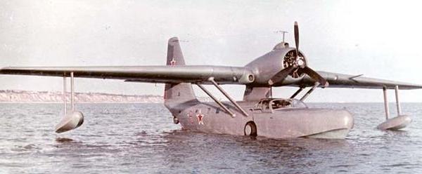 Многоцелевой самолет-амфибия бе-8.