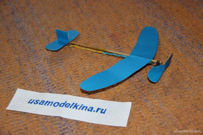 Модель простого вертолета с резиномотром