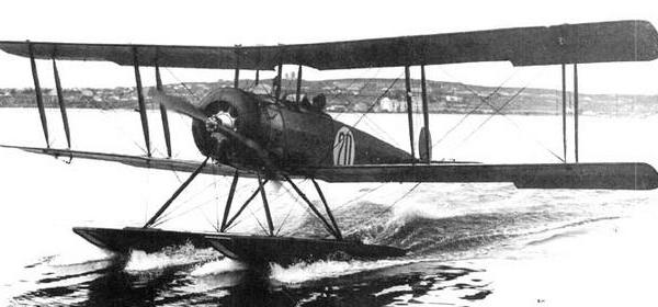 Морской учебный самолет му-1.
