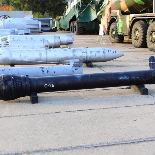 Неуправляемый реактивный снаряд с-25.