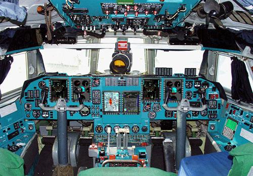 Оборудование кабины экипажа