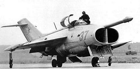 Палубный штурмовик як-36.