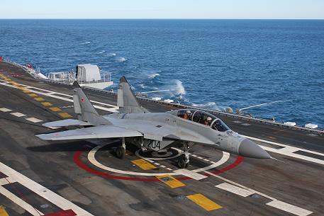 Палубный учебно-боевой истребитель миг-29куб.