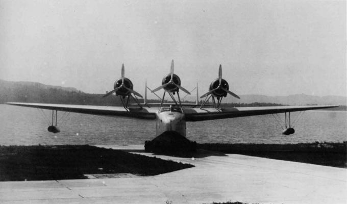 Пассажирская летающая лодка macchi c.100. италия