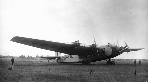 Пассажирский самолет ант-14 «правда».
