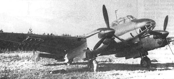 Пикирующий бомбардировщик пе-2 (пб-100).