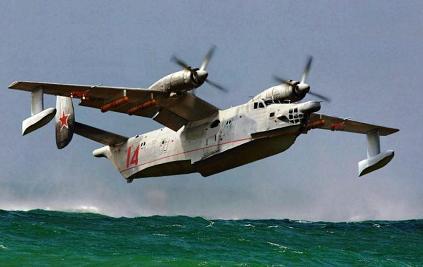 Поисково-спасательный самолет-амфибия бе-14.