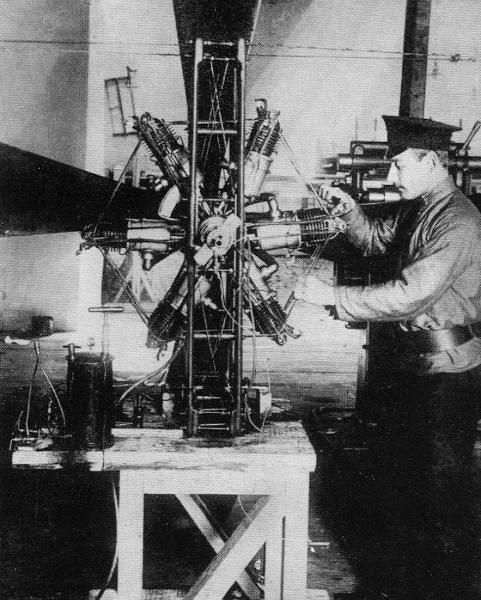 Поршневой биротативный авиационный двигатель аду-4.